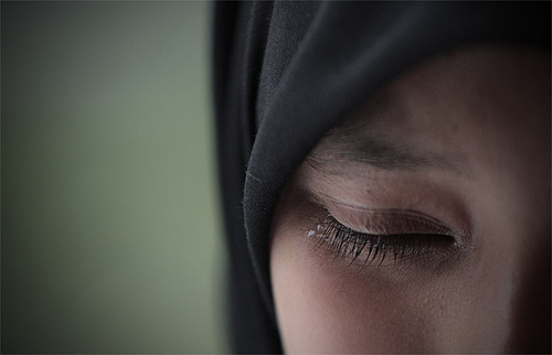 Slikovni rezultat za hijab women crying