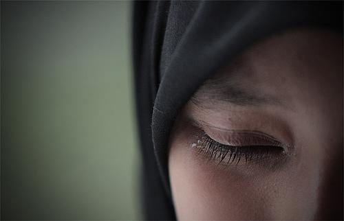 Slikovni rezultat za hijab women crying